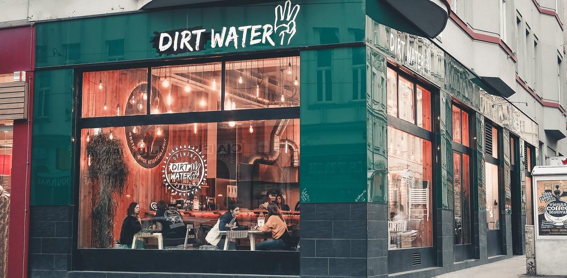 Dirt Water - das weltweit erste NGO Café eröffnet in Wien