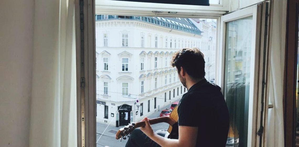 Das Phänomen der Fensterkonzerte - warum ist Musik für den Menschen so wichtig?
