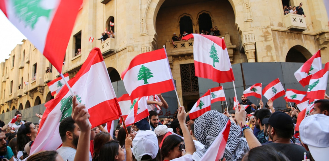 Demonstranten mit Libanon Flaggen