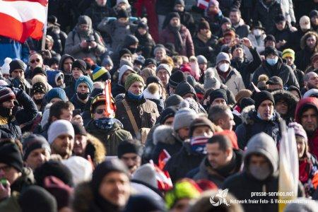 Corona-Demo Wien: zwei Aufmärsche und zwei Gesichter der Polizei
