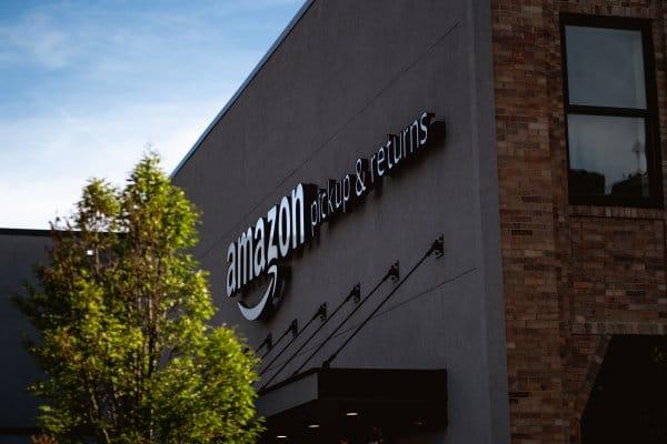 Amazon: Razzia in Österreich und Ausstieg des Vizepräsidenten