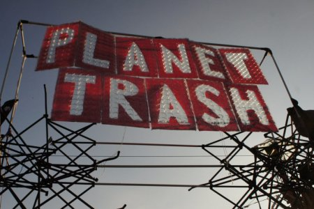 PLANET TRASH: Festival-Recycling zu Kunst, Kostümen und Dekoration