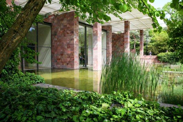 Künstler flutet Museum mit giftgrünem Wasser