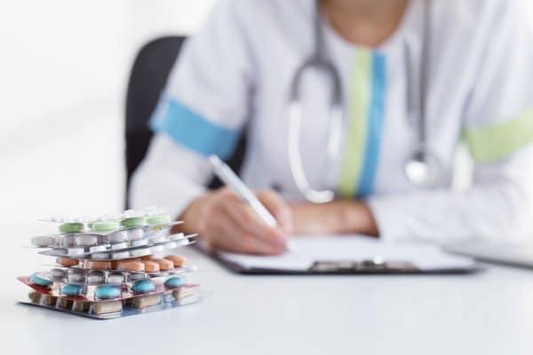 Krankheiten erfinden, Grenzwerte verschieben: wie manipulativ ist die Pharmaindustrie?