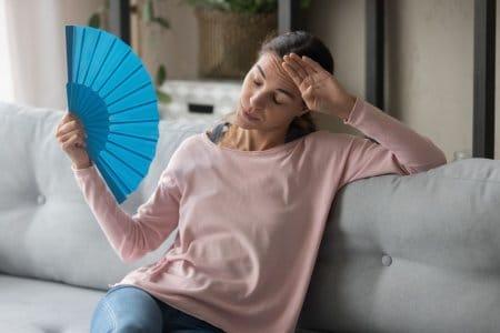 Wohnung im Sommer kühl halten: Tipps und Tricks für coole vier Wände