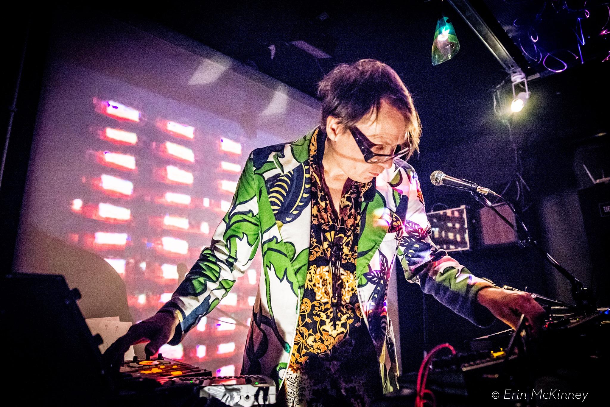 Events Wien: Jimi Tenor (solo) – LIVE! / DJ Erdem Tunakan