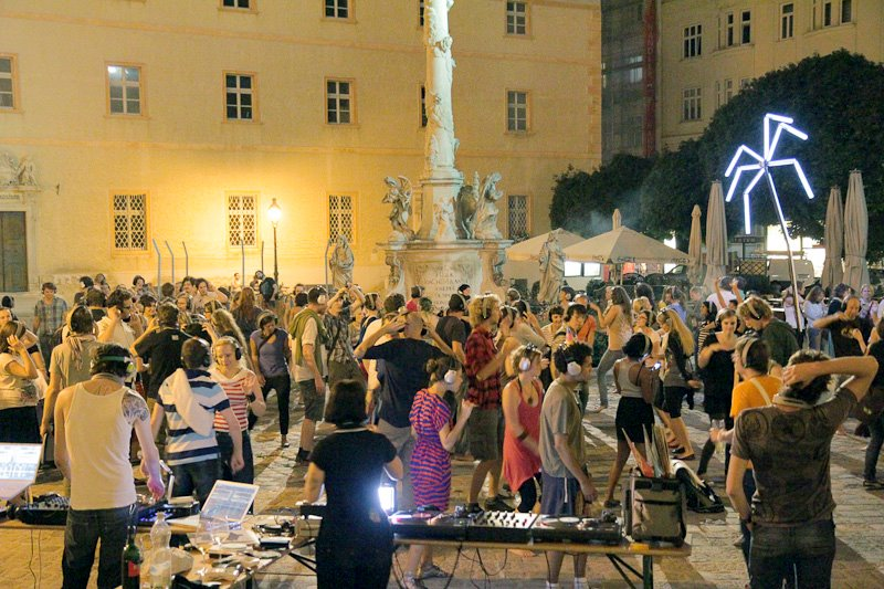 Events Wien: Silent Gehsteigdisco Sonnwendplatz